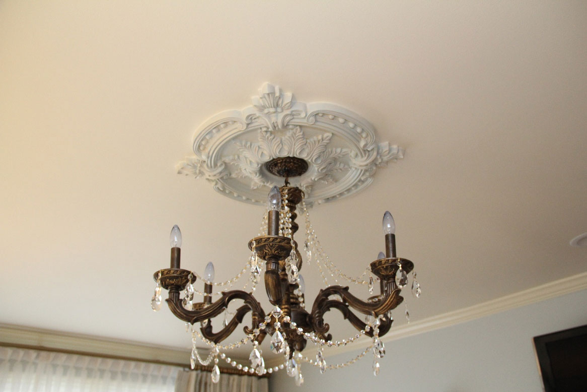 Ceiling Medallions - How to choose them, and how to ...