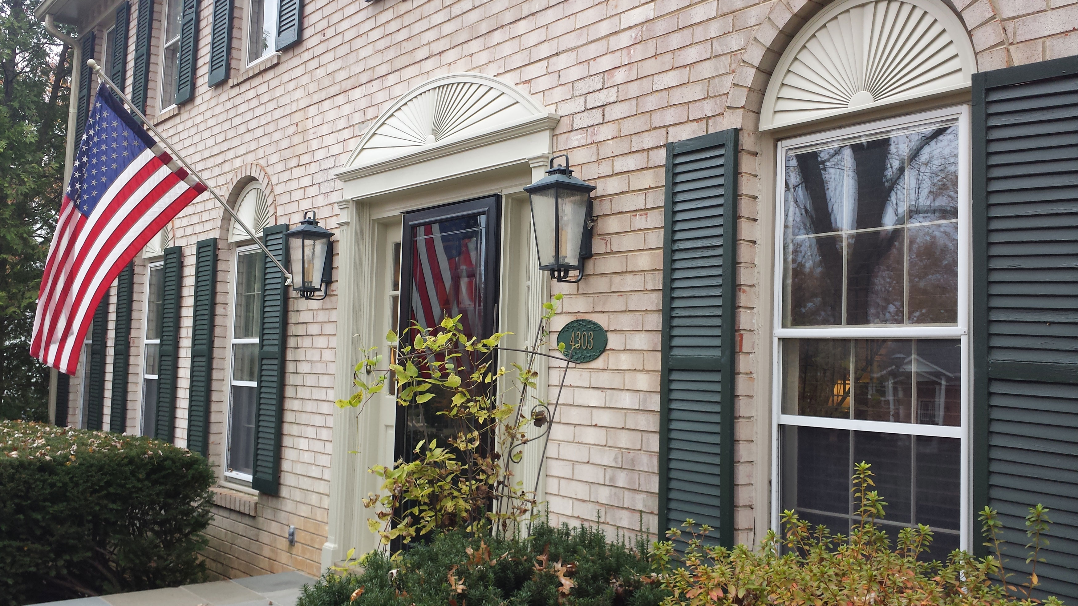 Door and window decor project pictures architectural depot - Decorative trim above exterior windows ...
