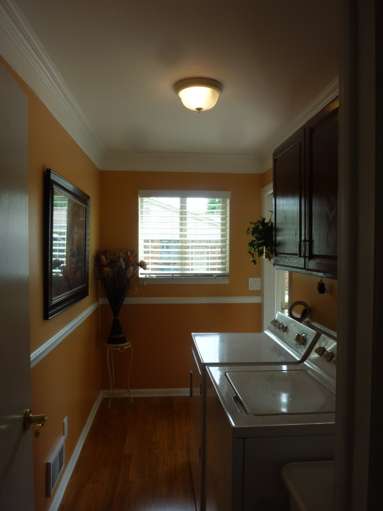 palmetto-smooth-crown-moulding-washer-dryer-room
