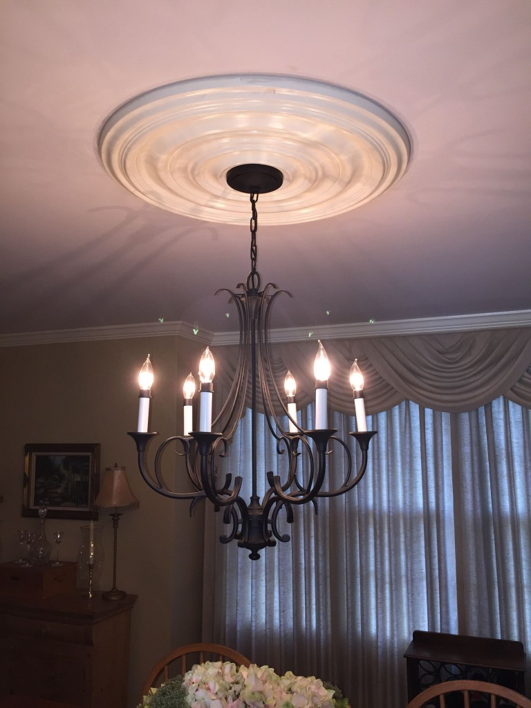 carton-smooth-ceiling-medallion-chandelier