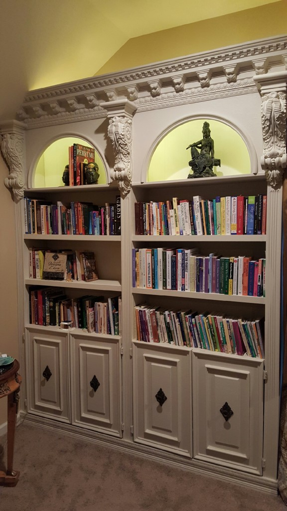 stockport-crown-moulding-bookshelf-3