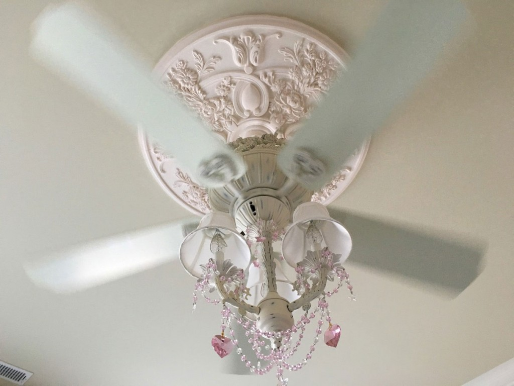baile-medallion-white-ceiling-fan