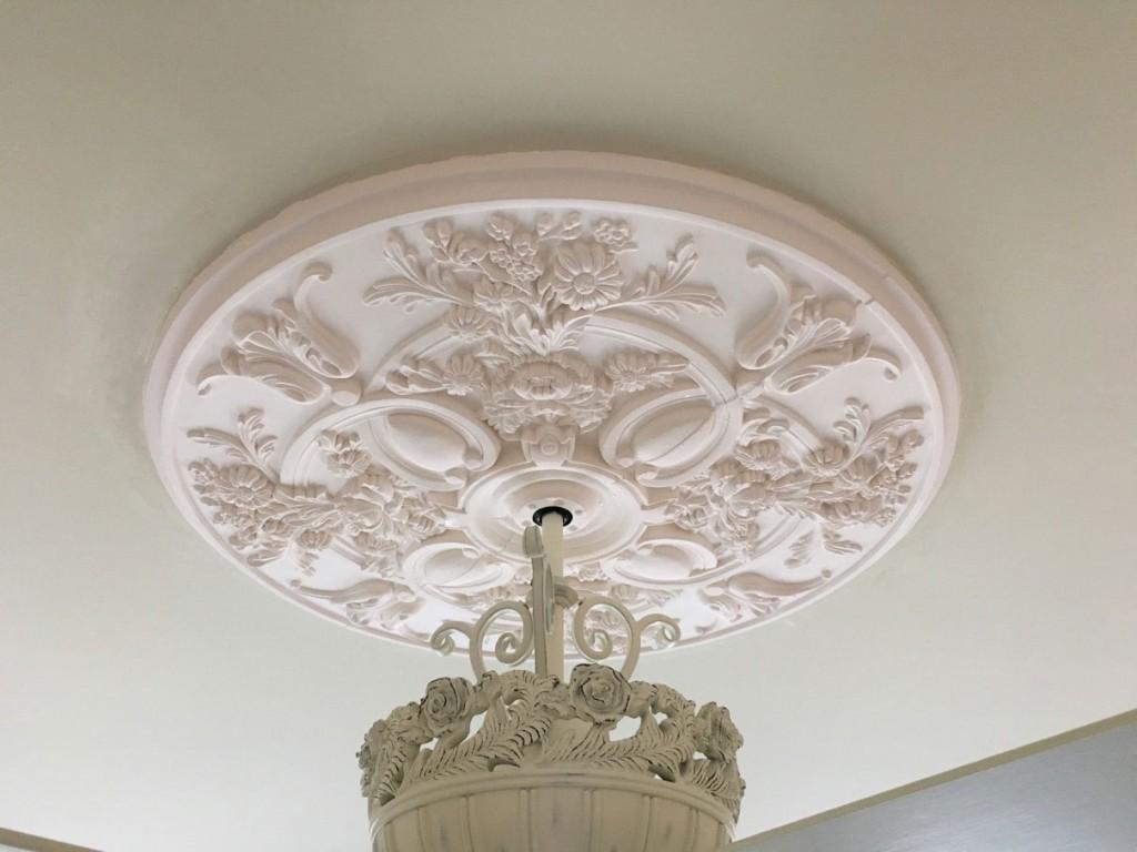 baile-medallion-white-ceiling-fan-2