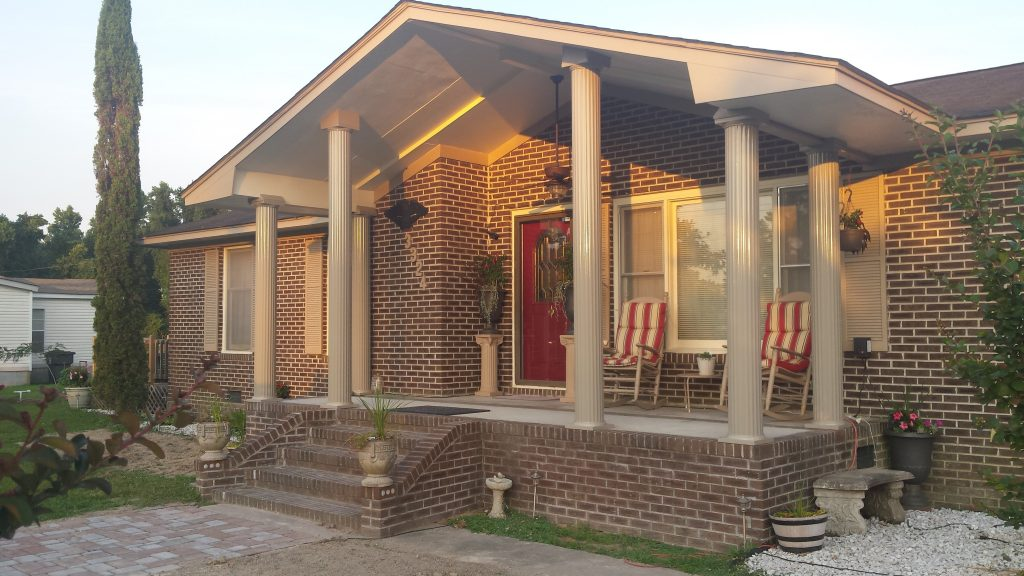 endura-aluminum-non-tapered-fluted-tan-columns-outside-house-02